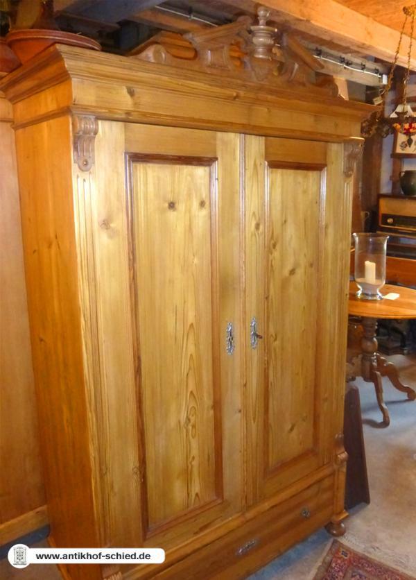 antike schr nke aller stilepochen hier finden sie antike schr nke aufwendig restauriert antik. Black Bedroom Furniture Sets. Home Design Ideas