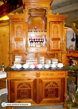Antikes Buffet Jugendstil um 1890/1900, Nussbaum aufwendig verarbeitet