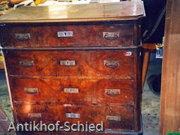 Restaurierung Vorher: Gründerzeit-Kommode, Nussbaum, 4-schübig, Edelholz