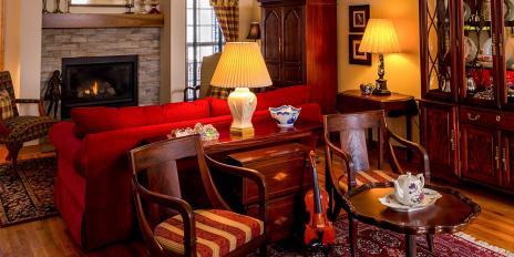 modern trifft antik 5 tolle wohnideen und einrichtungstipps mit antiken m beln und. Black Bedroom Furniture Sets. Home Design Ideas